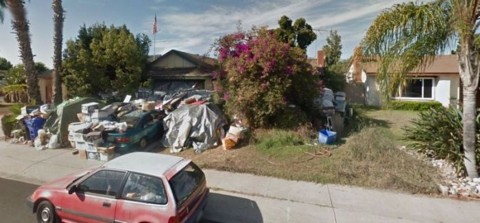 This Hoarder Needs To Reevaluate Their Life (4 pics)