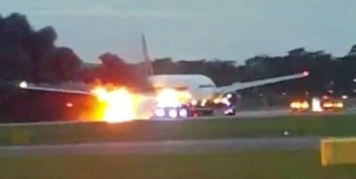 Terrified Passengers Film A Boeing 777 While It's On Fire (4 pics + video)