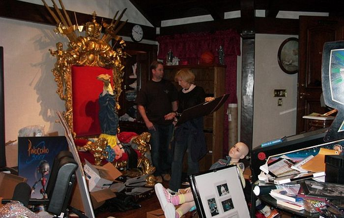 Michael Jackson Had A Massive Mannequin Collection At Neverland Ranch (11 pics)