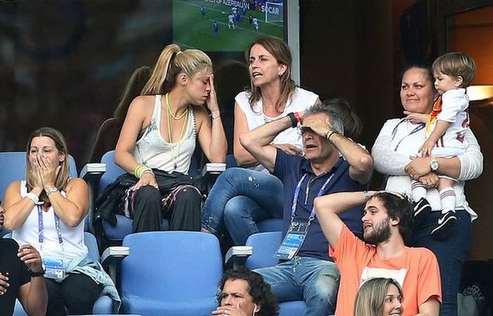 Shakira Reacts To Her Husband's Loss At Euro 2016 (2 pics)