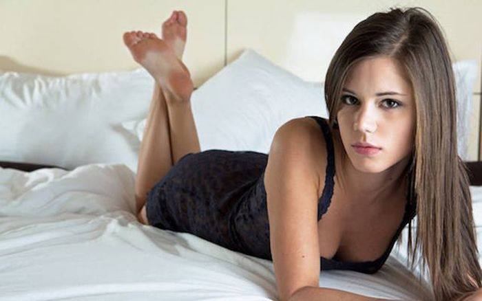 Gorgeous Porn Actresses That Are Worth Looking Up For Research Purposes (23 pics)