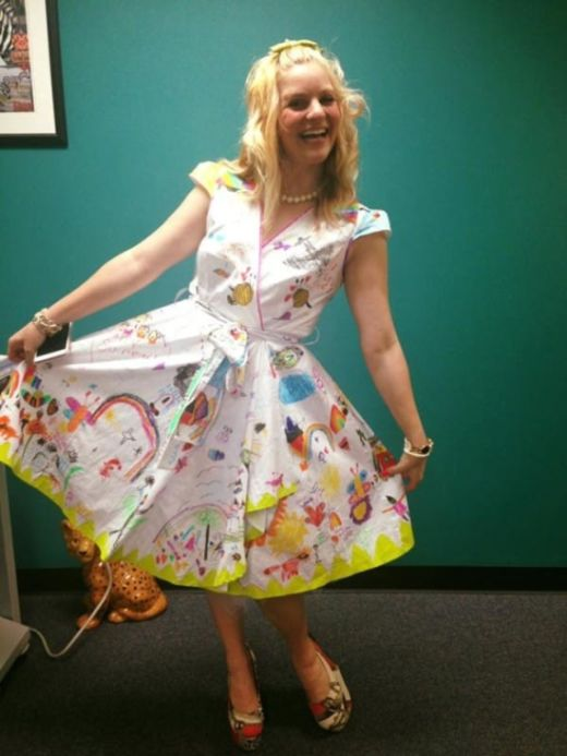 Teacher Wears Special Dress For The Last Day Of School (5 pics)