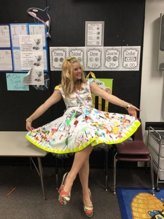 Teacher Wears Special Dress For The Last Day Of School 5