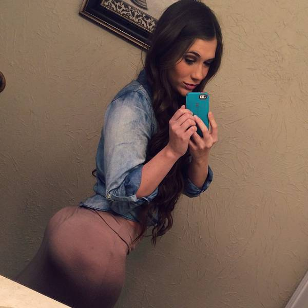 It's Time To Stop And Enjoy Some Hot Babes With Amazing Butts (36 pics)