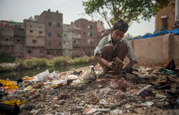 A Look At India's Electronics Graveyard (13 pics)