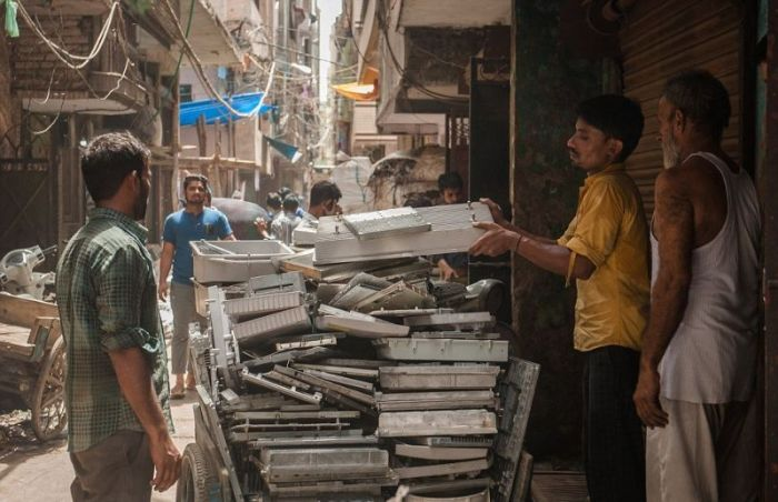 A Look At India's Electronics Graveyard (13 pics)