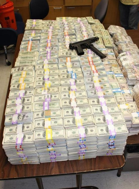 Police Find $24 Million Dollars In The Wall Of A Miami Home (6 pics)