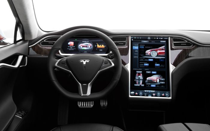 Telsa's Self Driving Cars Are Now Being Evaluated (4 pics)