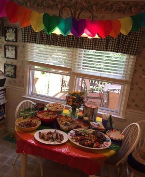 Parents Throw Unexpected Party For Daughter After She Comes Out (9 pics)