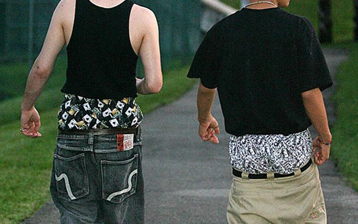 A Town In South Carolina Has Banned People From Wearing Sagging Pants (4 pics)