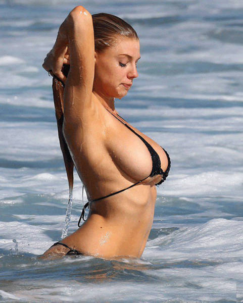 Hot Photos For People Who Love Sideboob (69 pics)