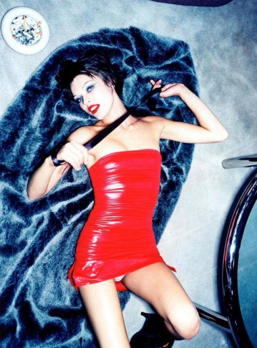 Sexy Pics From A 1997 Milla Jovovich Photo Shoot (15 pics)