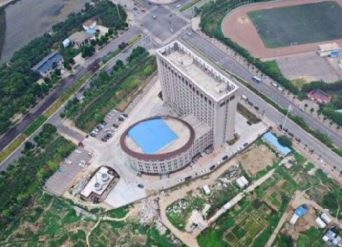 This Brand New University Looks A Lot Like A Toilet (2 pics)