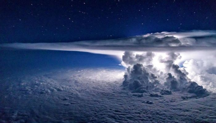 Incredible Photos That Were Taken From The Inside Of An Airplane (16 pics)