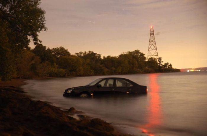 Embarrassing Parking Job Leads To VW Jetta Fail (4 pics)