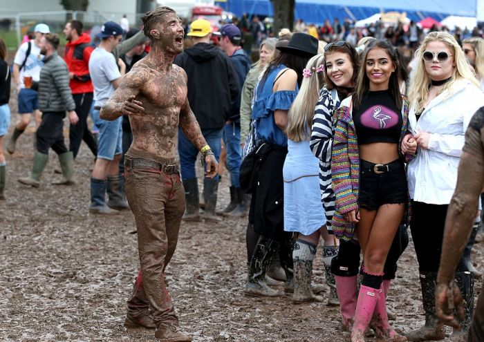 Music Fans Party In The Mud At T In The Park (17 pics)