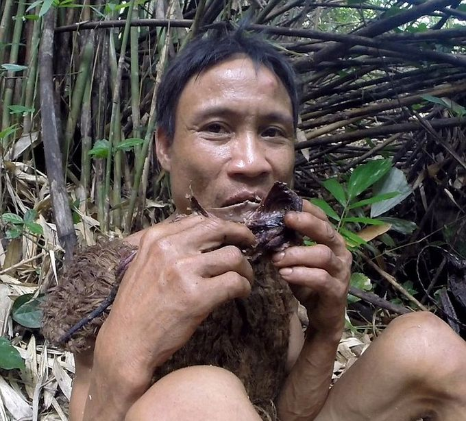 Meet The Man Who Lived In The Vietnam Jungle For 41 years (8 pics)