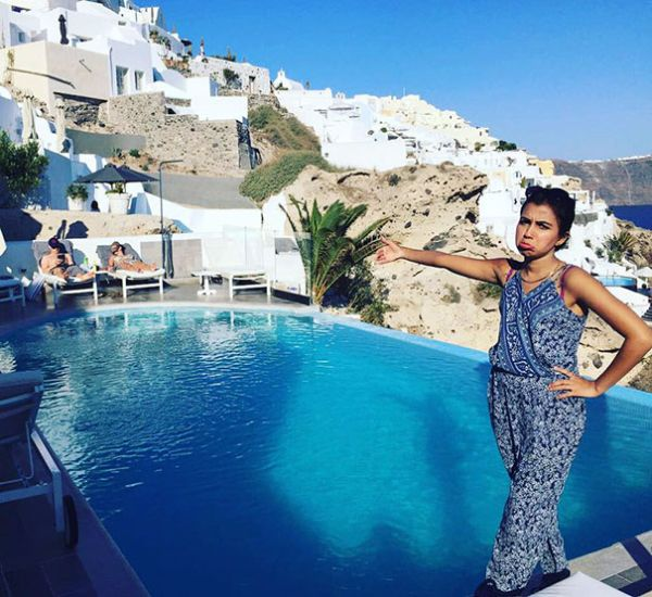 This Woman Was Forced To Go On Her Honeymoon All By Herself (12 pics)
