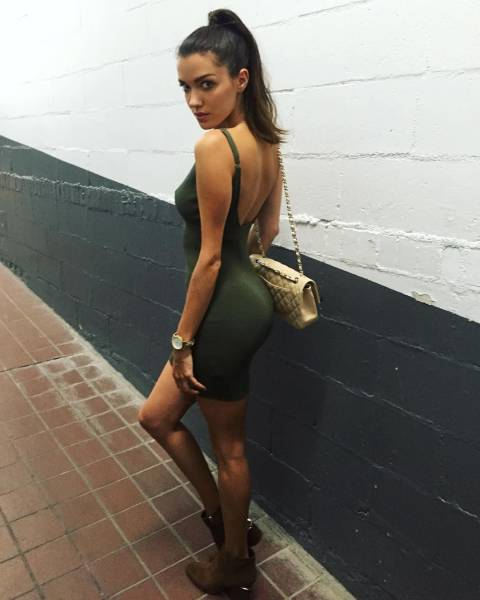 Tight Dresses Hug Sexy Women In All the Right Places (50 pics)