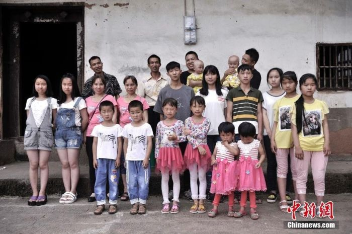 Chinese Village Is Home To 39 Sets Of Twins (5 pics)