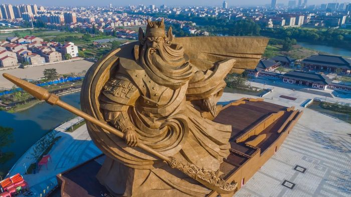Epic Sculpture Of Chinese God Unveiled In Jingzhou City (5 pics)