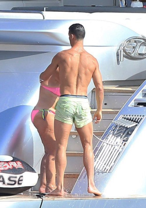 Cristiano Ronaldo Spotted Taking A Holiday In Ibiza (8 pics)
