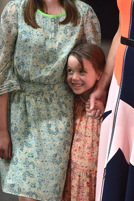 David Cameron's Daughter Steals The Show As He Says Farewell To Downing Street (8 pics)