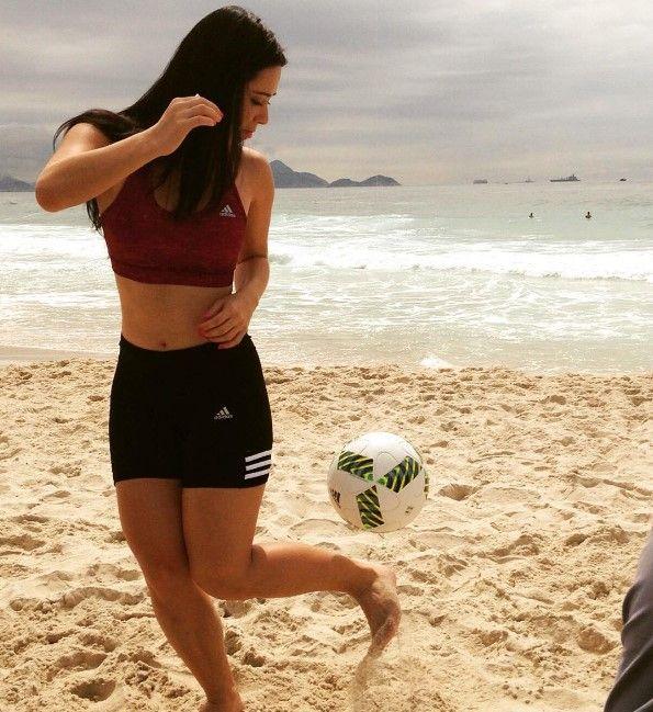 Raquel Benetti Shows Off Her Sexy And Impressive Skills (10 pics + video)