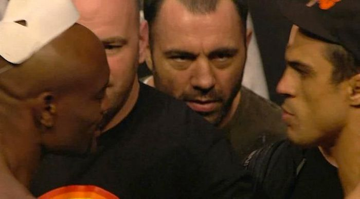 Joe Rogan Makes Hilarious Faces During UFC Weigh-Ins (22 pics)