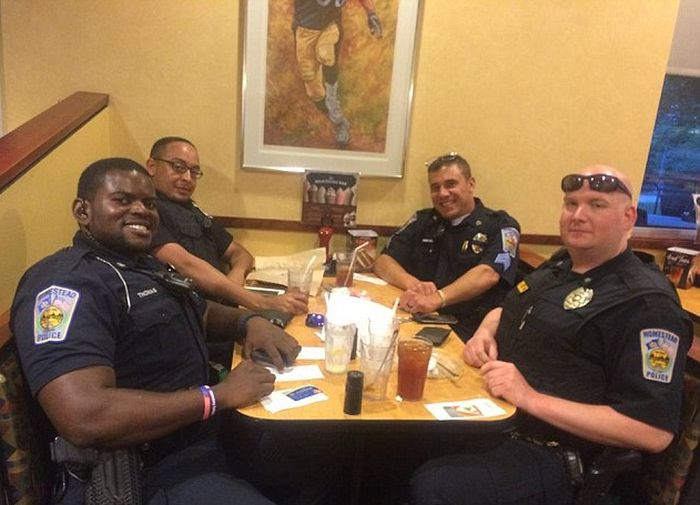 Pennsylvania Cop Picks Up Tab After Rude Customer Refuses To Sit Near Him (2 pics)