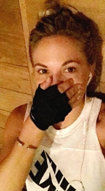 Playboy Model Gets Called Out For Body Shaming A Woman At The Gym (2 pics)