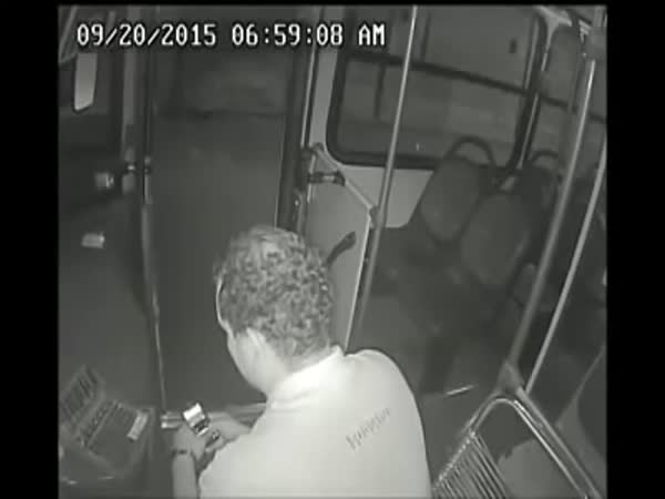Handicapped Man Helps Bus Driver Fight Off An Armed Robber