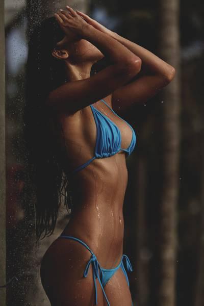 It's Always Nice When Wet Sexy Girls Show Some Skin (54 pics)