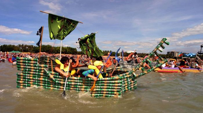 Every Year People In Australia Race Boats Made Of Beer Cans (10 pics)