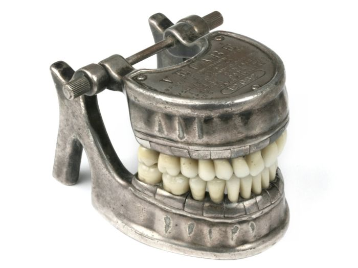 Creepy Dental Equipment That Looks Like It Belongs In A Horror Movie (20 pics)