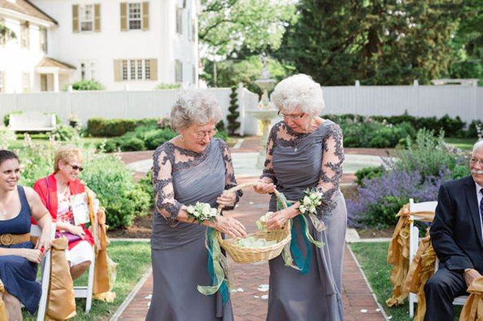 Bride And Groom's Grandmas Team Up To Be Flower Girls At Their Wedding (7 pics)
