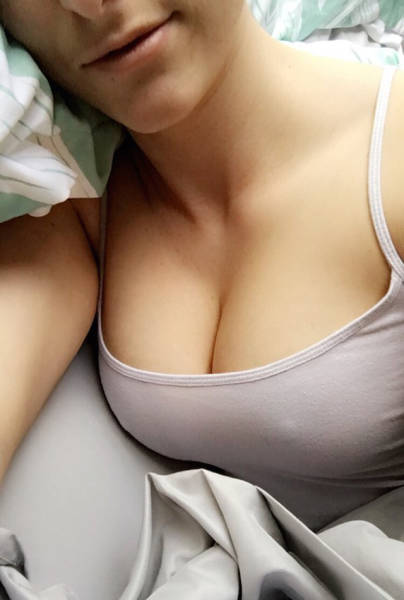 Beautiful Women Know That Bras Are Out And Free Is The Way To Be (49 pics)