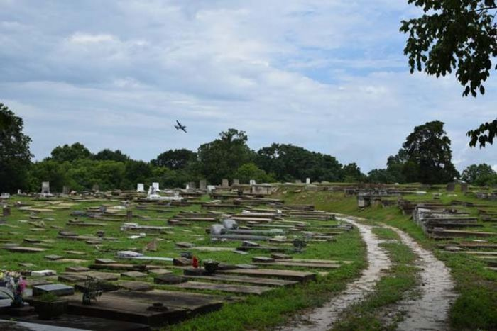 Curious Explorer Finds Something Creepy In An Old Cemetery (7 pics)