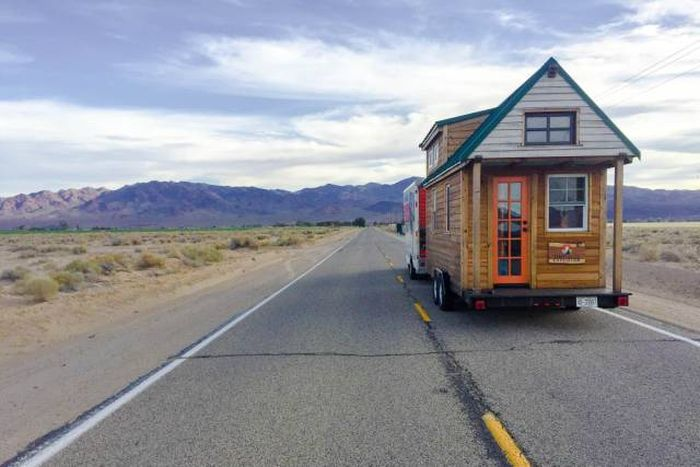 Couple Builds Tiny House For Under $20,000 Then Travels The Country (24 pics)