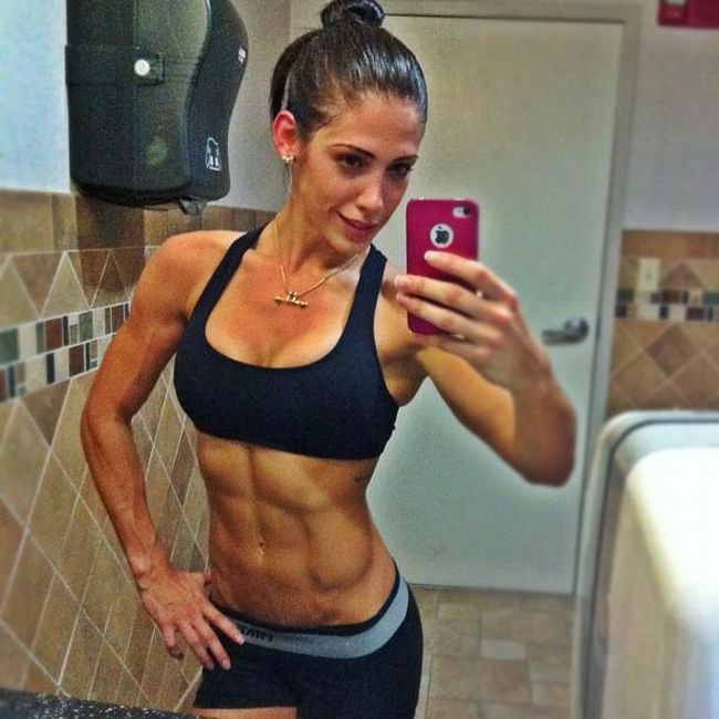 These Sexy Fitness Models Are Making Millions Of Dollars On Instagram (10 pics)