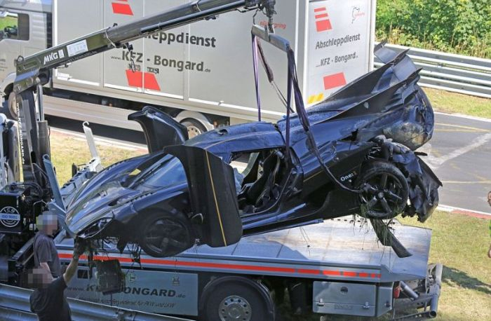 Koenigsegg One: 1 Worth $6 Million Crashes In Germany (8 pics)