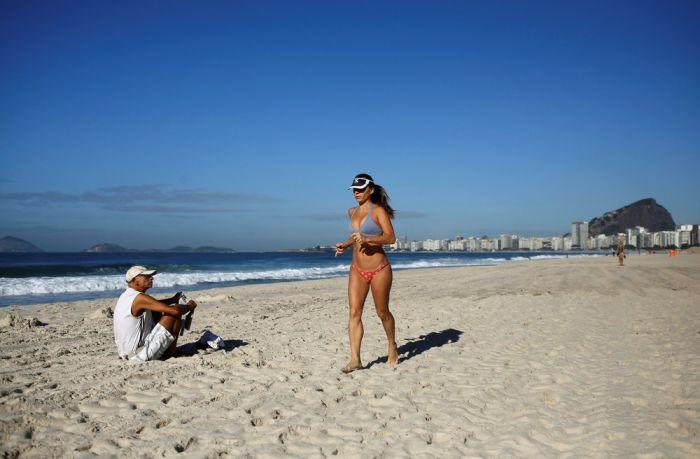 What Beach Life In Rio de Janeiro Looks Like Ahead Of The Olympics (26 pics)