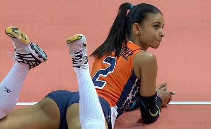Hot Volleyball Player Winifer Fernandez Is The Newest Internet Sensation (17 pics)