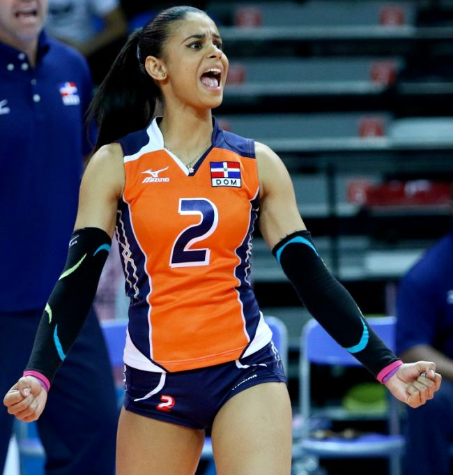 Hot Volleyball Player Winifer Fernandez Is The Newest Internet Sensation (17 pics)