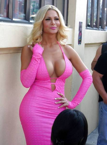 Time To Enjoy Some Beautiful Babes In Skin Tight Dresses (56 pics)