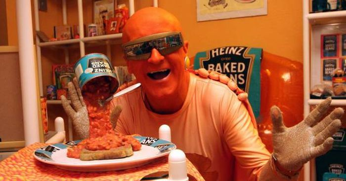Meet The Man Who Turned His Apartment Into A Baked Beans Museum (21 pics)
