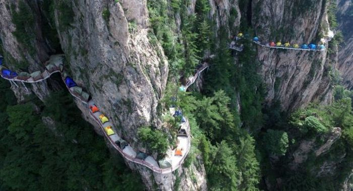 Campers Set Up Tents In A Terrifying Spot (6 pics)