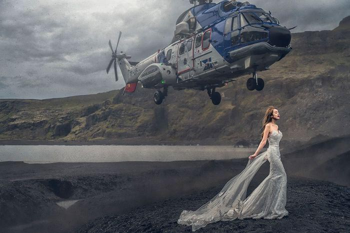 Helicopter Almost Knocks Bride Down For Crazy Wedding Photo (2 pics)