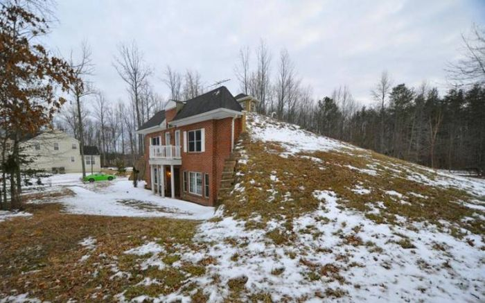 This House Was Literally Built Into The Land (17 pics)