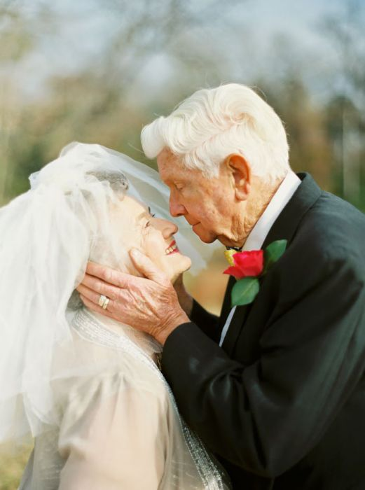 Grandparents Celebrate 63 Years Of Being In Love With The Sweetest Photoshoot (12 pics)